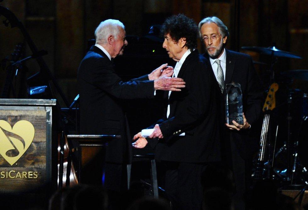 """Ha sido galardonado con premios como el Óscar a """"Mejor Canción Original"""" por """"Things Have Changed"""", el Premio Príncipe de Asturias, el Premio Pulitzer y recientemente el Nobel de Literatura por su aporte a la poesía y la canción estadounidense."""