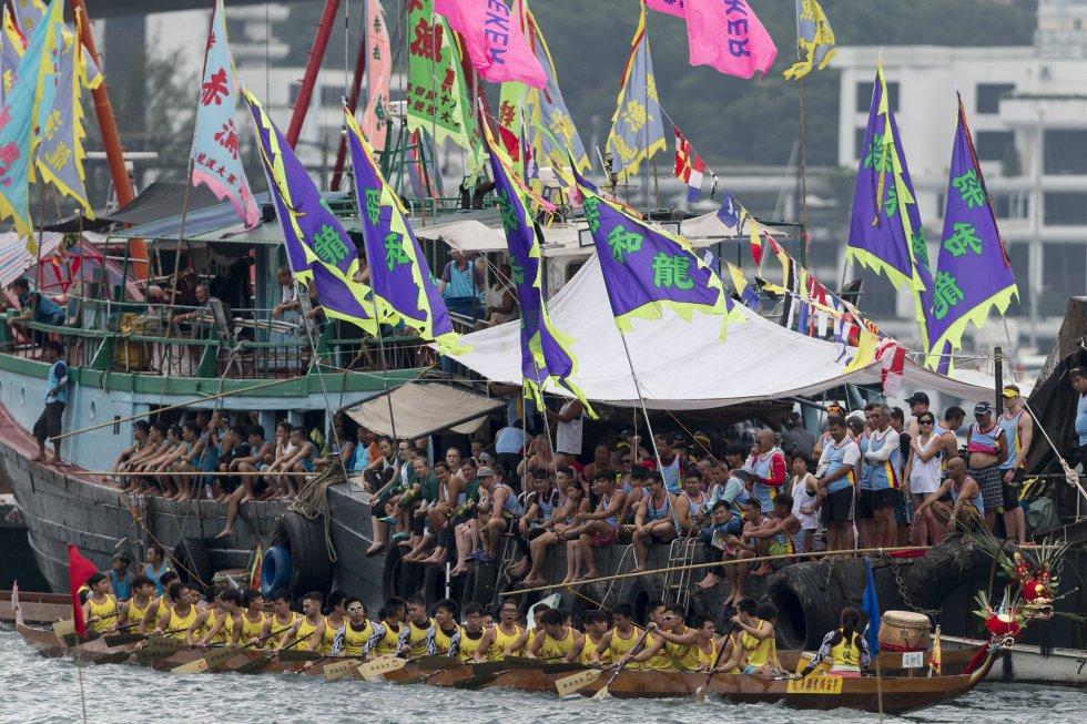 Esta celebración es en honor del poeta Qu Yuan. Este festival también es conocido como Duanwu.