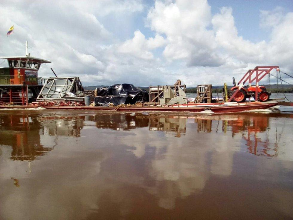 Lugares como Puerto Inírida, en Guainía, requieren de este tipo de precauciones en el transporte de cables y demás materiales para protegerlos de la humedad.