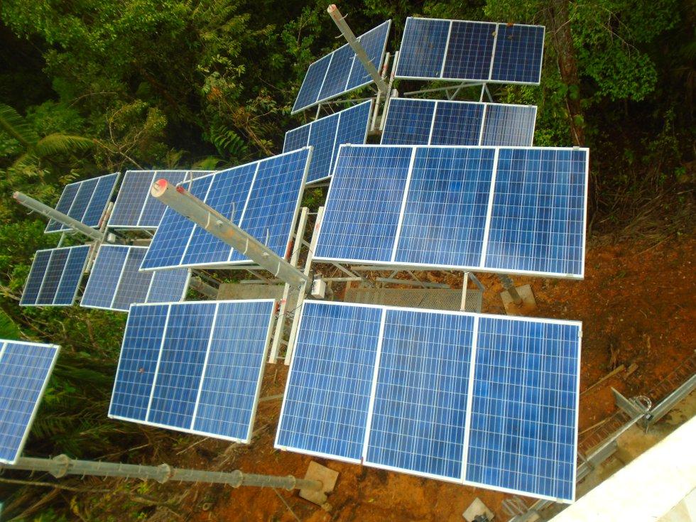 La energía que utilizan estos puntos Vive Digital es totalmente amigable con el ambiente. En cada torre se instalan paneles solares para el flujo de energía.