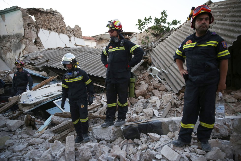 Las autoridades de Lesbos se afanan en evaluar los daños causados por el terremoto de 6,1 grados