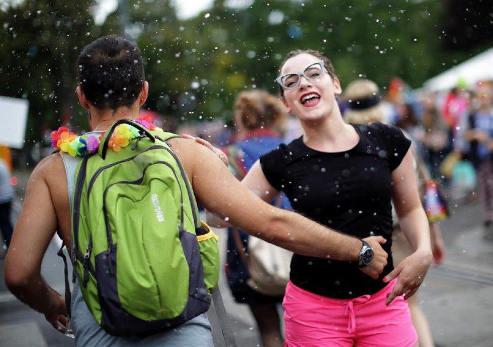 Este año se realiza el Vienna Pride más largo (10 días, del 9 al 18 de junio). Durante estos días, personas de la comunidad LGTBI de Austria se reúnen en la capital para celebrar la tolerancia y el respeto. Junio es el mes del Orgullo Gay.