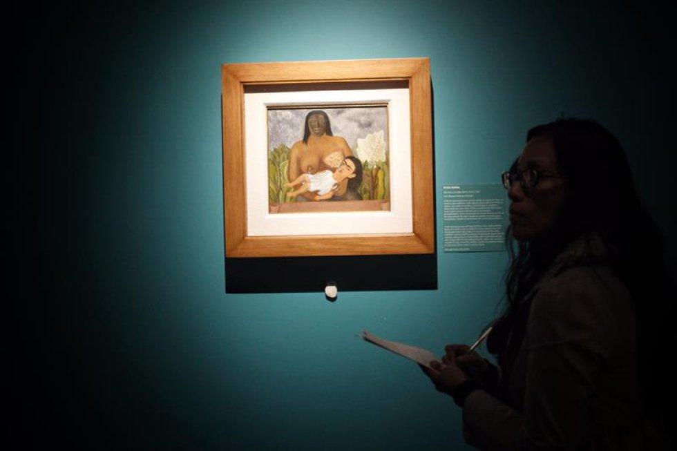 """En una rueda de prensa, García señaló que volver a la figura de Kahlo y hacer una relectura sirve para rellenar """"pequeñas lagunas informativas que todavía tenemos""""."""