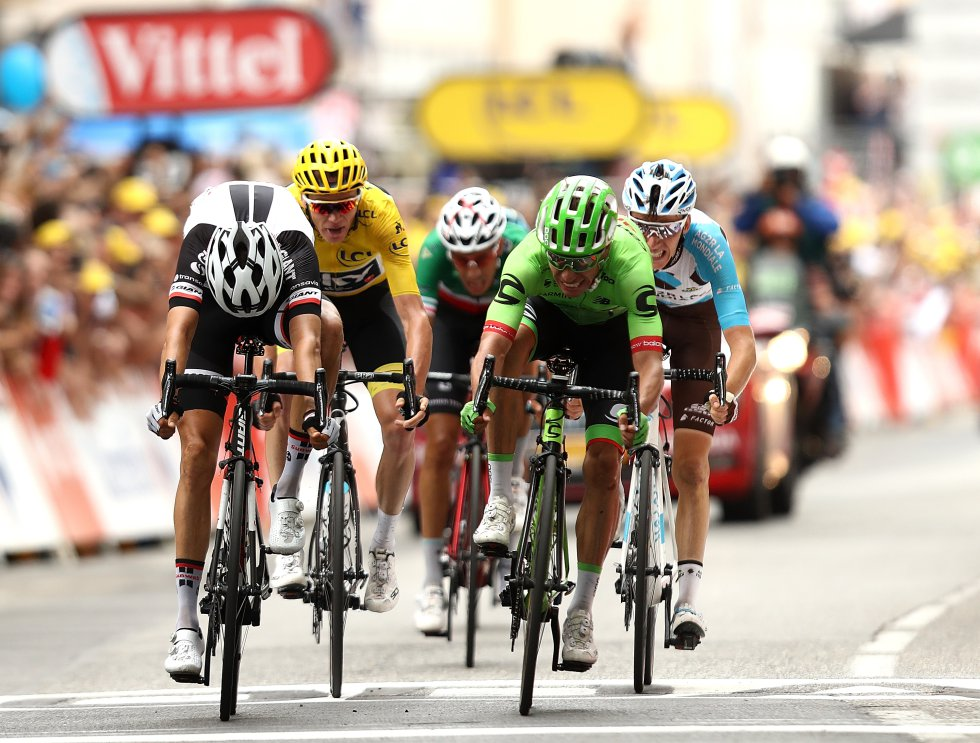"""Rigoberto Urán se ubica en la cuarta posición como el mejor colombiano de la carrera a 55""""; mientras que Nairo Quintana es octavo a 2'13"""" del primer puesto."""