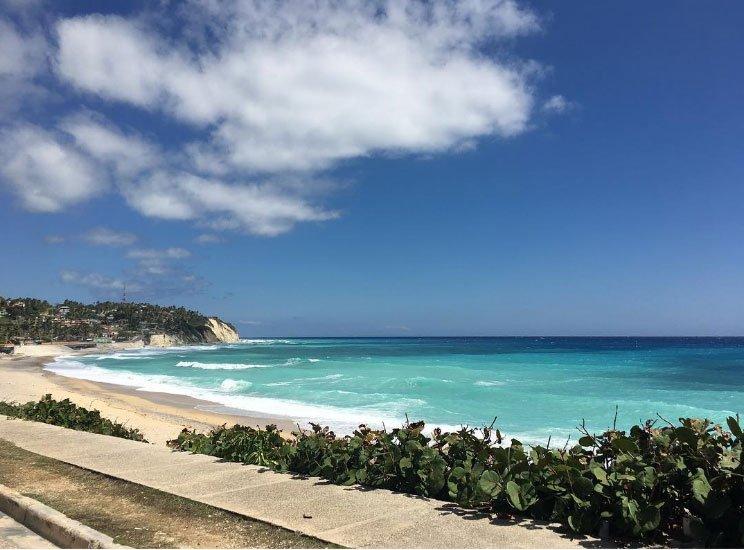 """El desafío de esta semana fue """"Costas"""". Desiree Díaz Silva compartió con nosotros vía Instagram esta imagen de """"la hermosa costa de Barahona, al sur de República Dominicana"""". Gracias a todos los que nos enviaron imágenes a #CostasBBC. Y los invitamos a participar en nuestro próximo desafío: #EnElUmbral BBC""""."""