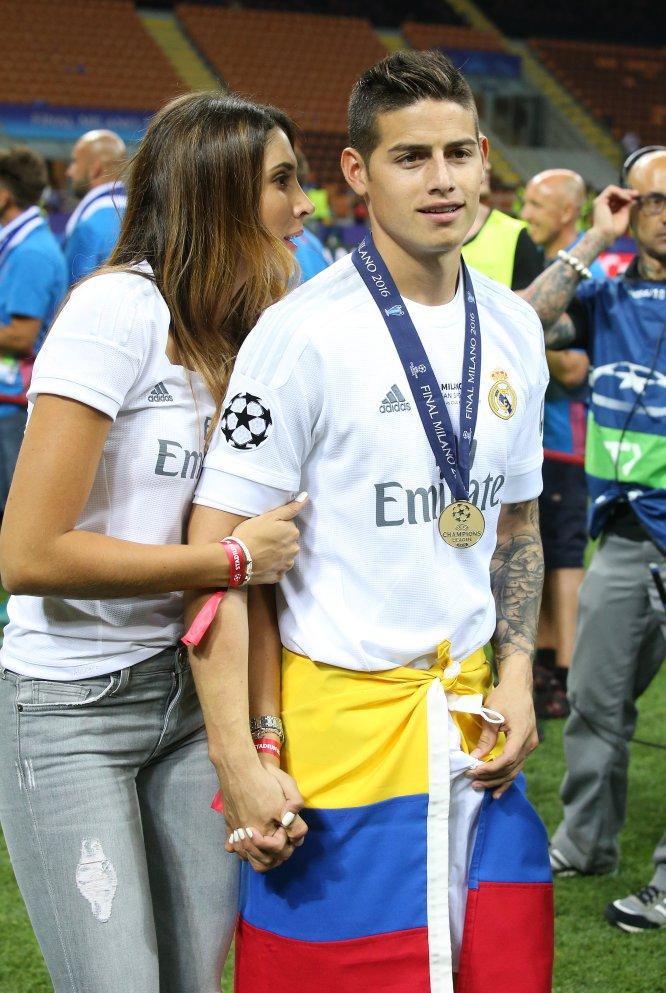 James Rodriguez celebra el título de la Champions League que ganó con el Real Madrid junto a Daniela Ospina.