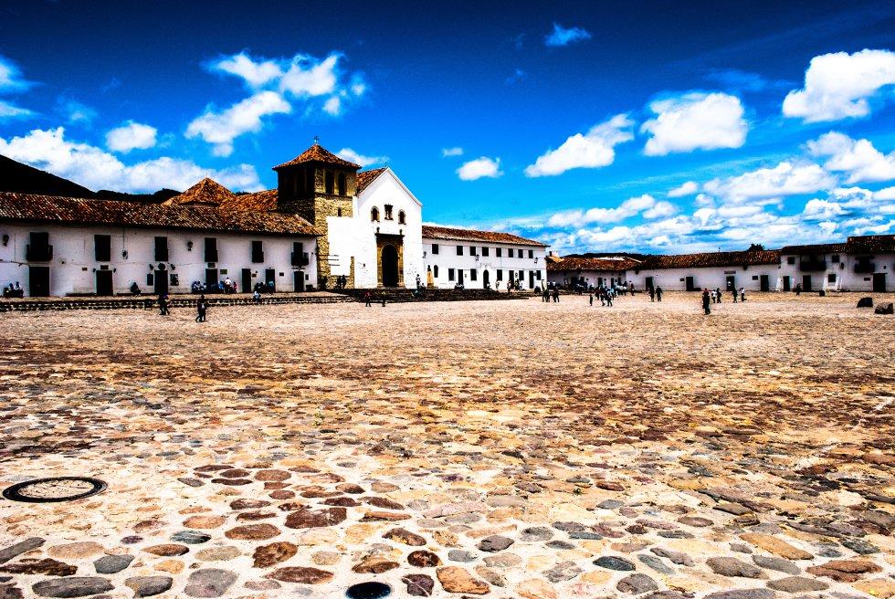 Villa de Leyva: Considerado como uno de los pueblos más hermosos de Colombia, suele cautivar a los turistas por su arquitectura colonial.