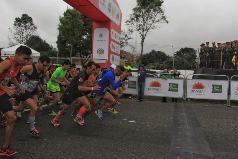 La carrera empezó a las 9 am y termino aproximadamente a 1 pm.