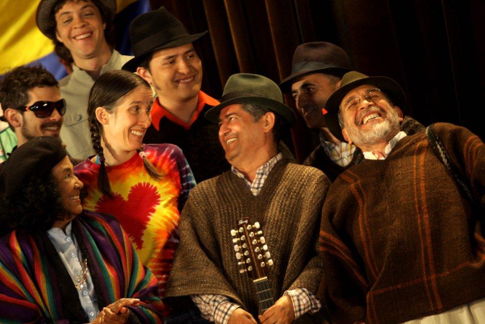 Fue el primer artista colombiano en presentarse en el Madison Square Garden de Nueva York en 1981. Velosa recuerda, de ese entonces, que no fueron recogidos por la limusina, que se encargaba de llevar a los artistas, por llevar ruana y sombrero.
