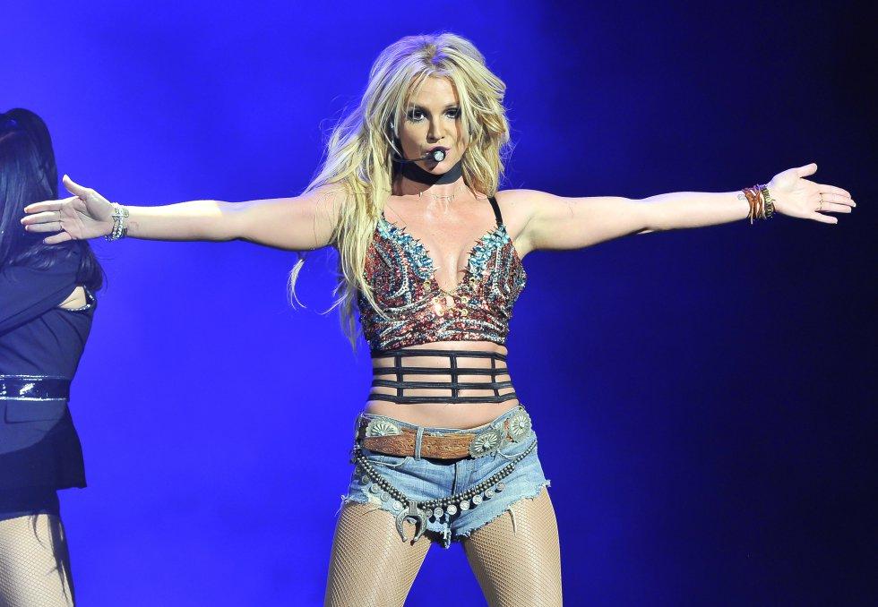 """El modelo de origen persa le robó el corazón a la """"princesa del pop""""."""