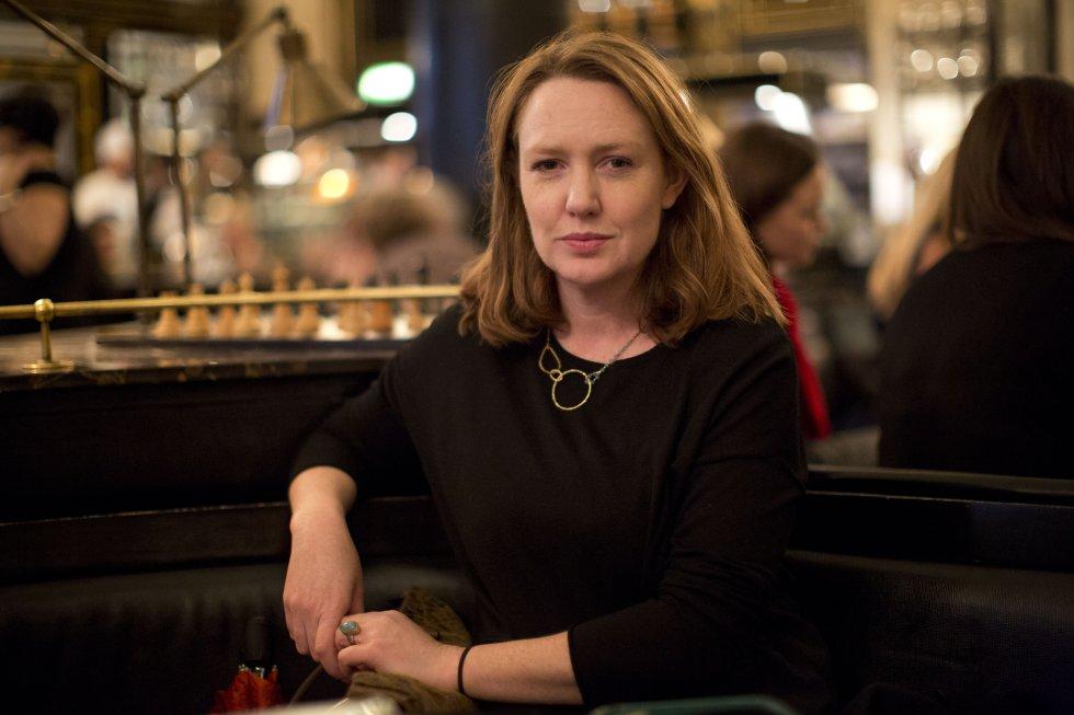 """La novelista británica escritora de """"La Chica del tren"""" generó dividendos por 13 millones de dólares."""