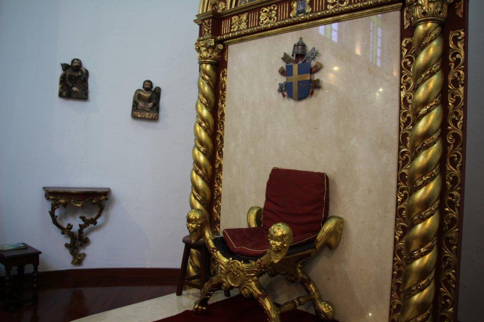 La capilla está ubicada en la zona sur de la Nunciatura Apostólica en el barrio Teusaquillo de Bogotá