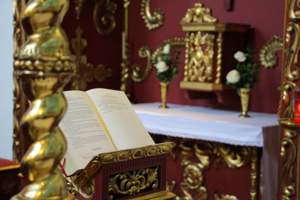 Vista del sagrario desde el altar de la capilla.