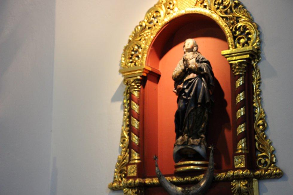 Durante la vista a la capilla, el nuncio apostólico señaló que la actual sede de la Nunciatura fue una donación de los colombianos. La anterior sede fue incendiada durante los hechos del Bogotázo a finales de los años 40.