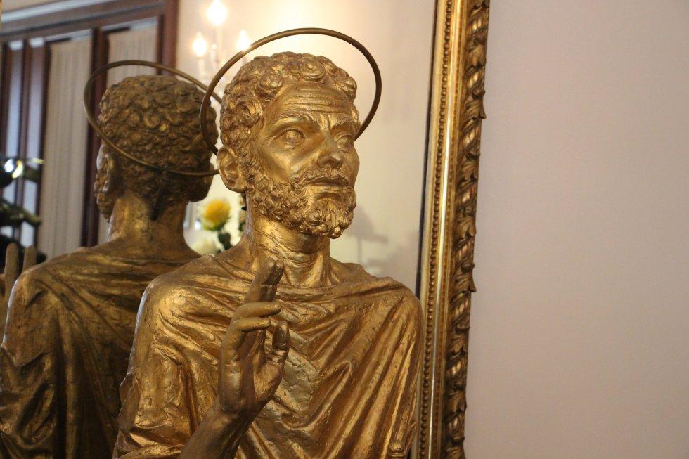 Según el nuncio apostólico en Colombia, el papa se alojará en una habitación sencilla, donde estará presente una imagen de la virgen, un reclinatorio y un cuadro de San Marianito, único santo colombiano.