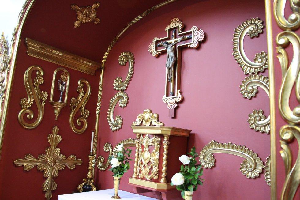 Sagrario de la capilla de la nunciatura, el espacio frente al cual se reclinará el pontífice durante sus oraciones matutinas.