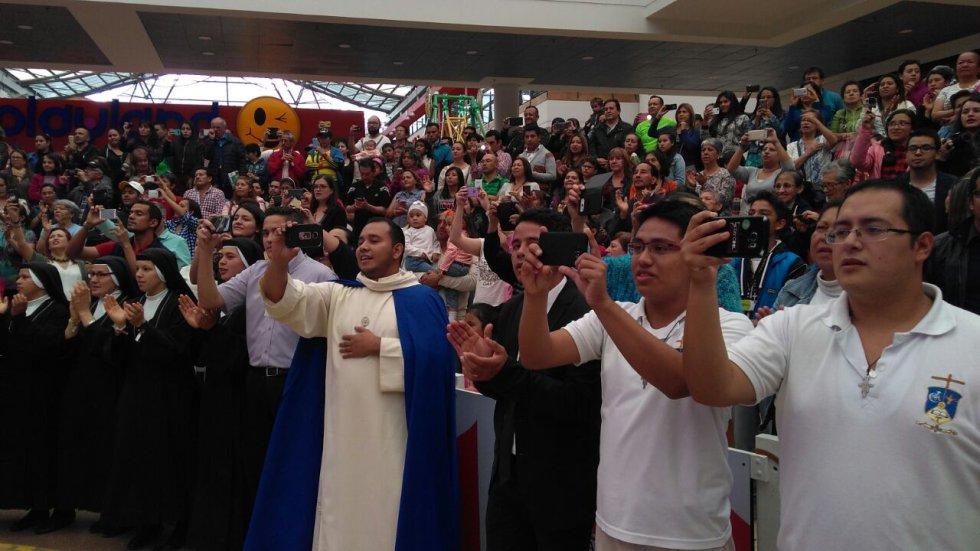 El jurado estaba integrado por los cantantes y compositores Maía, Fanny Lu y Héctor Tobo, y los sacerdotes Juan David Muriel y el Padre Juan Álvaro Zapata.