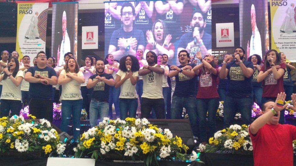 Los autores de la canción invitaron a todos los colombianos para aprenderse la letra.