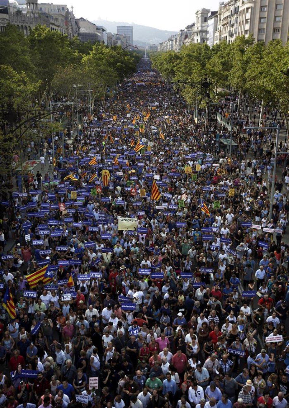 Manifestación contra los atentados yihadistas en Cataluña, en una protesta ciudadana que está encabezada por los profesionales que atendieron a las víctimas bajo el eslogan No tinc por (No tengo miedo).