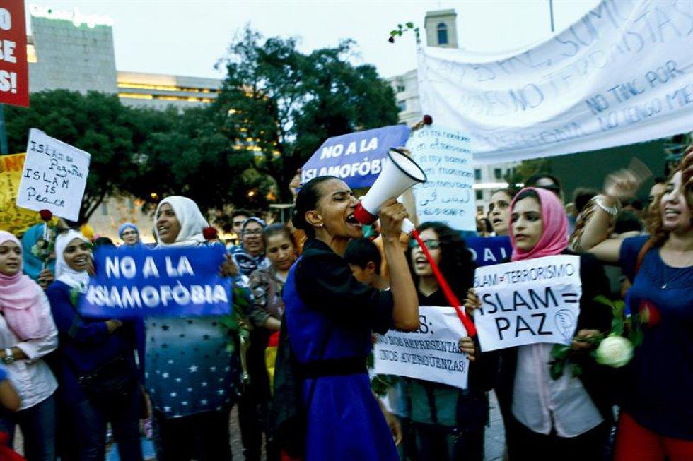 Mujeres islámicas durante la manifestación contra los atentados yihadistas.