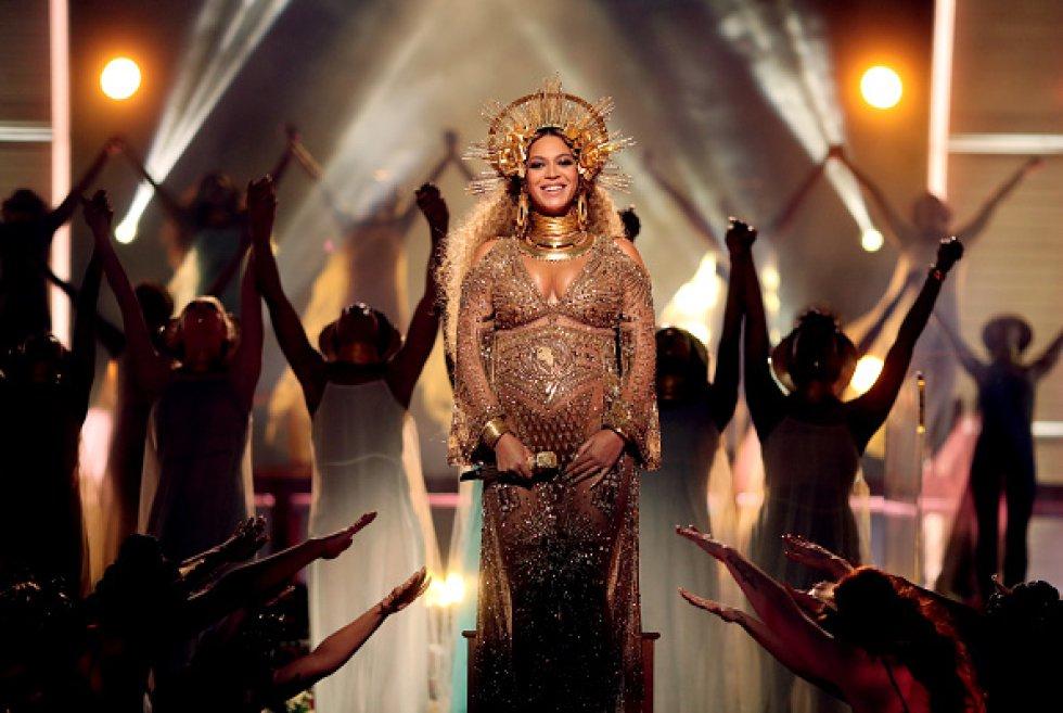 """""""Single Ladies"""", una canción famosa por la sensual coreografía y los originales movimientos que Beyoncé desarrolla junto a un grupo de bailarinas."""