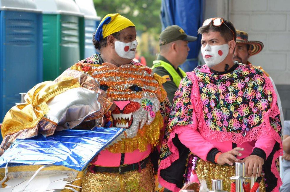Artistas del Carnaval de Barranquilla y la banda musical del municipio de Baranoa despedieron al papa Francisco.