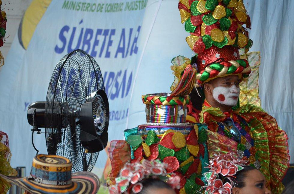 En este evento, el folclor se tomó el aeropuerto internacional y la ceremonia de despedida.