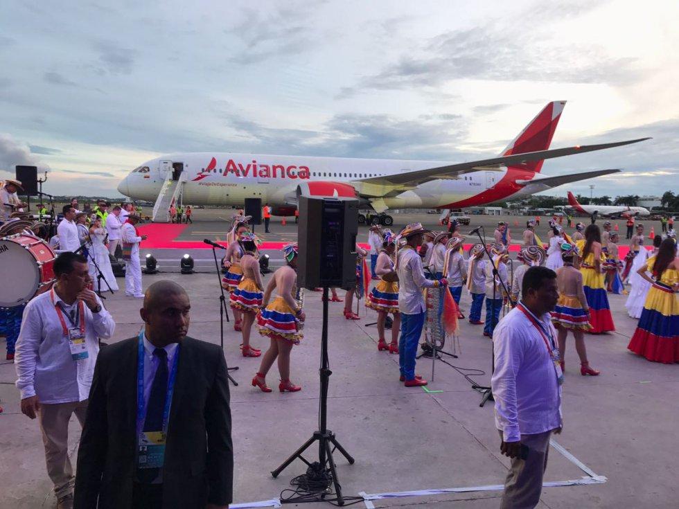 Los bailes estuvieron acompañados de los colores de la bandera nacional.