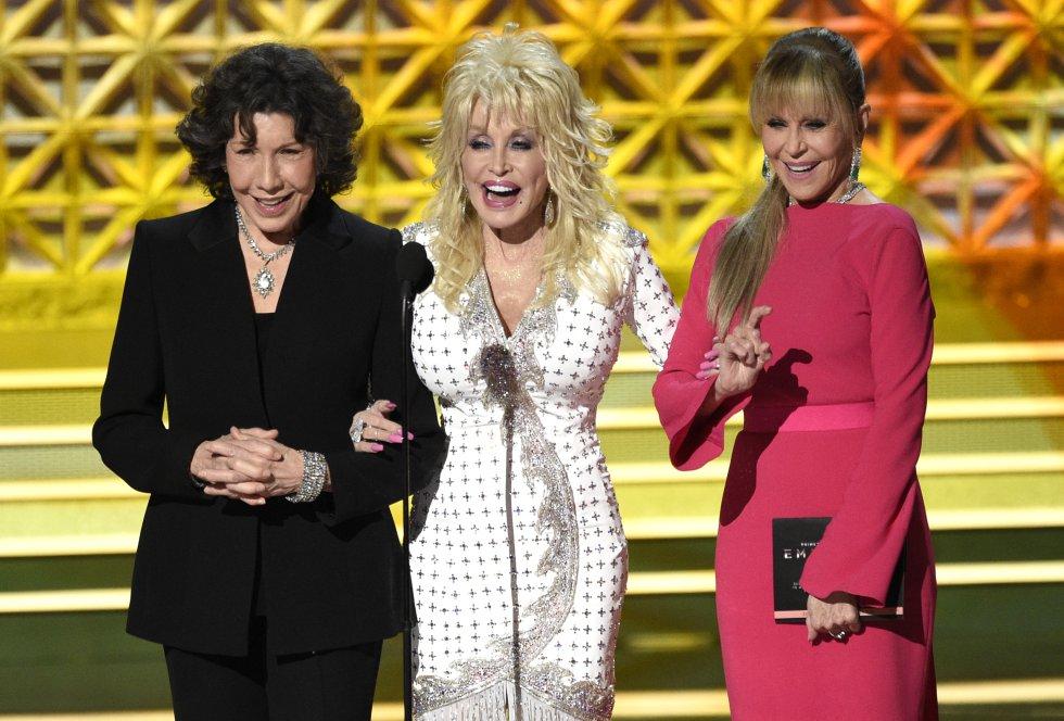 Lily Tomlin, Dolly Parton y Jane Fonda presentan el premio al destacado actor secundario en una serie limitada o una película