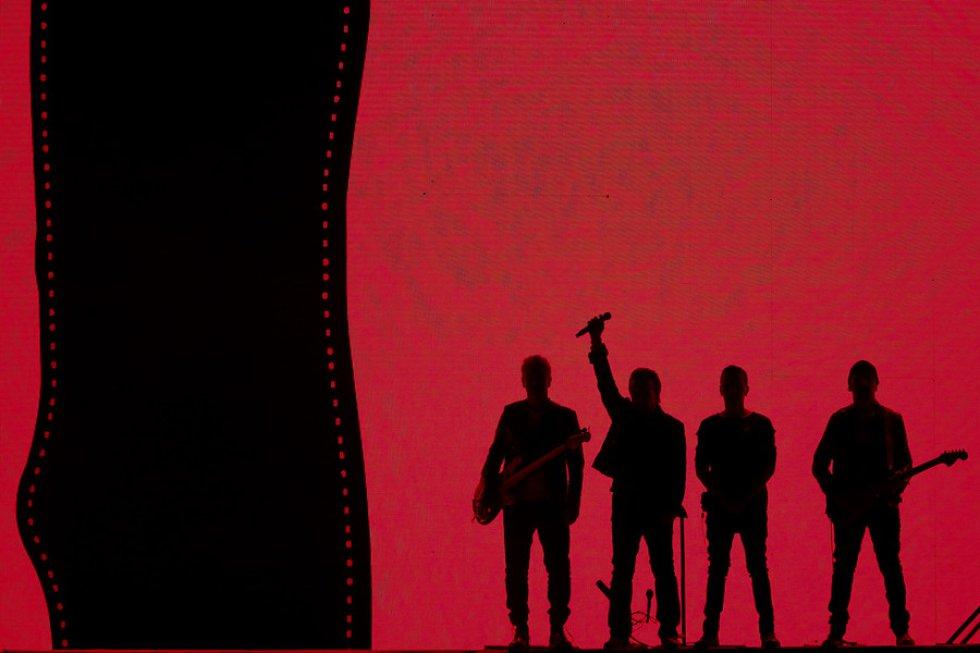 U2 se presentó cerca de las 9 p.m. e interpretó sus canciones insignia.