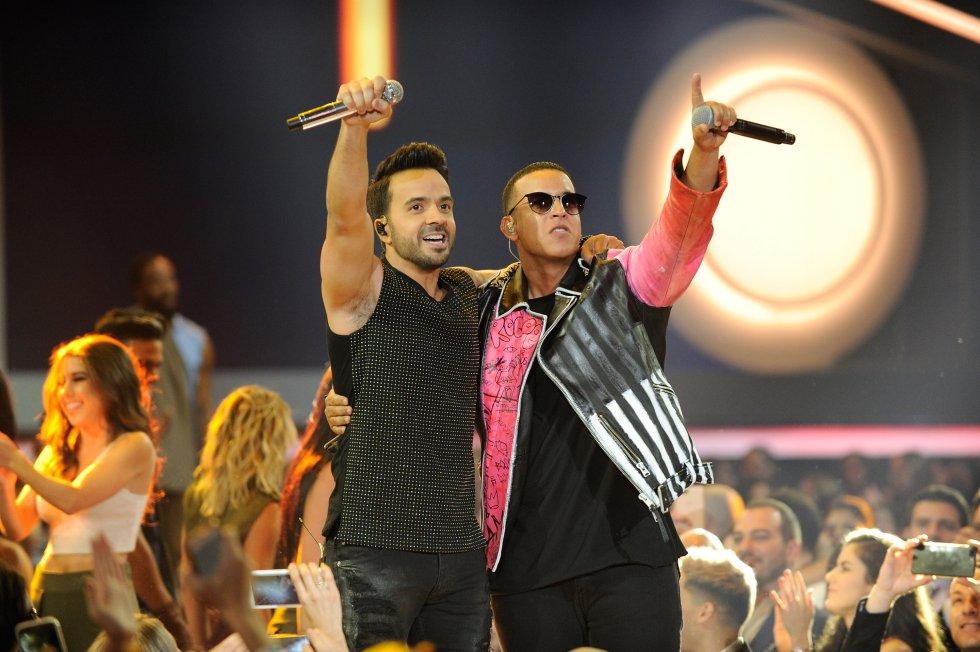 Mejor canción pop-rock para Luis Fonsi & Daddy Yankee por 'Despacito'. Y un segundo premio para esta pareja latina, la colaboración del año, por 'Despacito' junto a Justin Bieber.