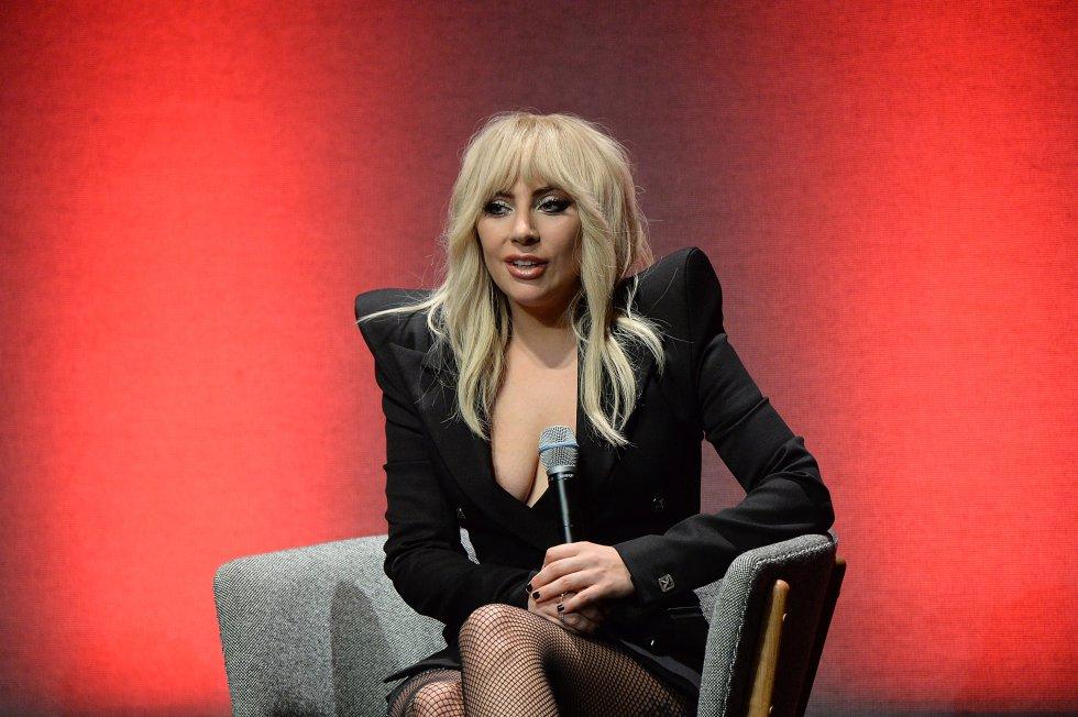 Mejor artista femenina de pop-rock para Lady Gaga.que competía con Alessia Cara y Rihanna.