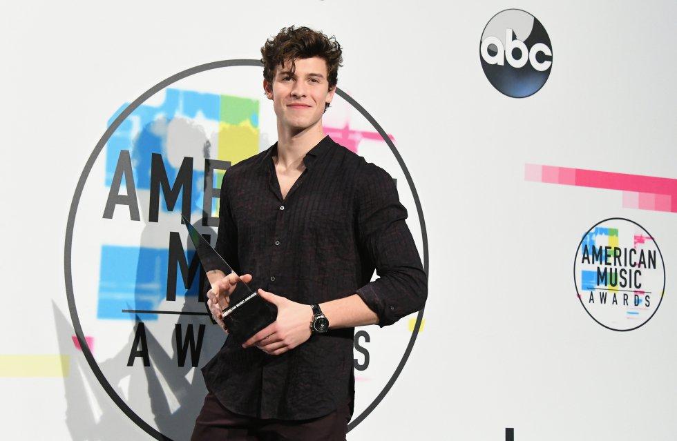 Mejor artista adulto contemporáneo para el canadiense Shawn Mendes, ganándole el premio a Bruno Mars y Ed Sheeran.