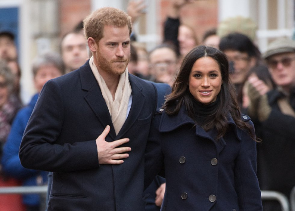 El Príncipe Harry y Meghan Markle salen a caminar en Nottingham, Inglaterra.