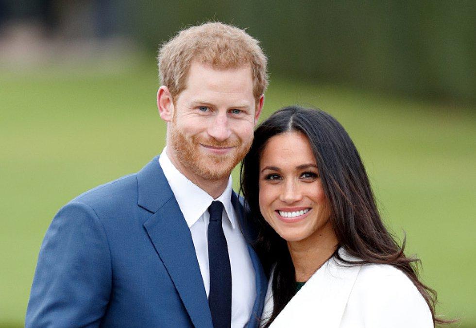 El Príncipe Harry y Meghan Markle asisten a una sesión fotográfica oficial para anunciar su compromiso en The Sunken Gardens, Kensington Palace.