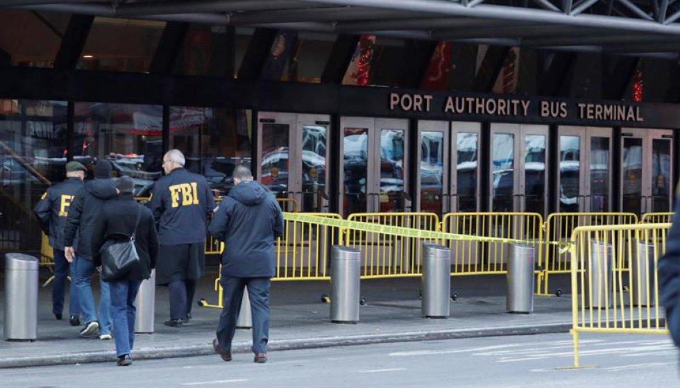 """El alcalde, Bill de Blasio, aseguró que fue """"un intento de atentado terrorista"""", con un hombre de 27 años que se puso una bomba alrededor de su cuerpo."""