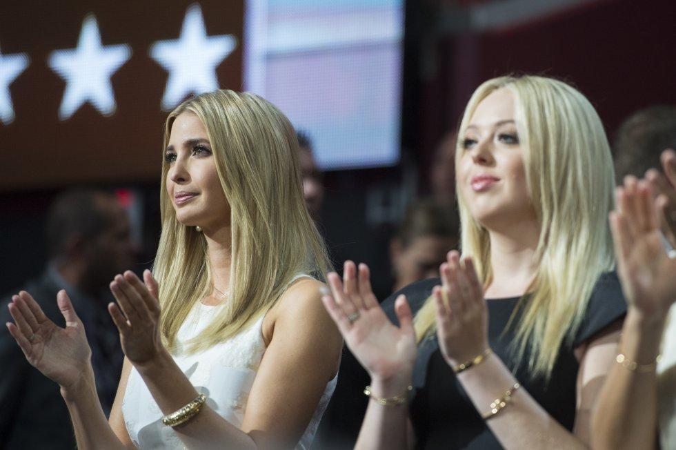 Ivanka y Tiffany, las hijas de Donald Trump, desean feliz Navidad a todos sus seguidores.