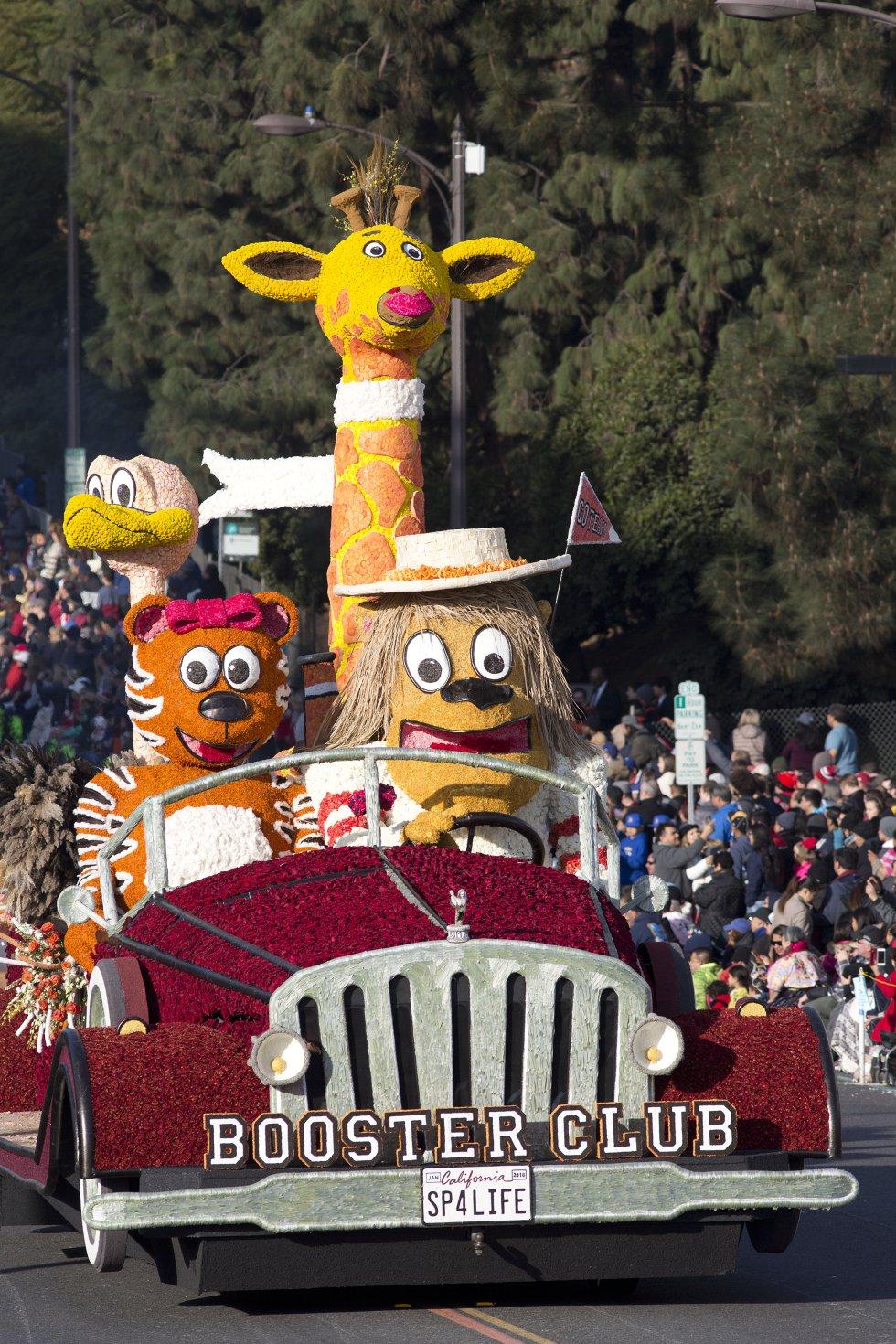 """Durante la 129° edición del """"Desfile de las rosas"""" decenas de carrozas llegan a la las calles de Pasadena (California) para deleitar a los asistentes con coloridas y divertidas figuras."""