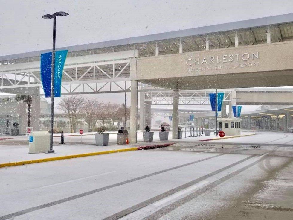 Los aeropuertos de muchos de los estados se encuentran cerrados tras una estampa inusual en la zona.