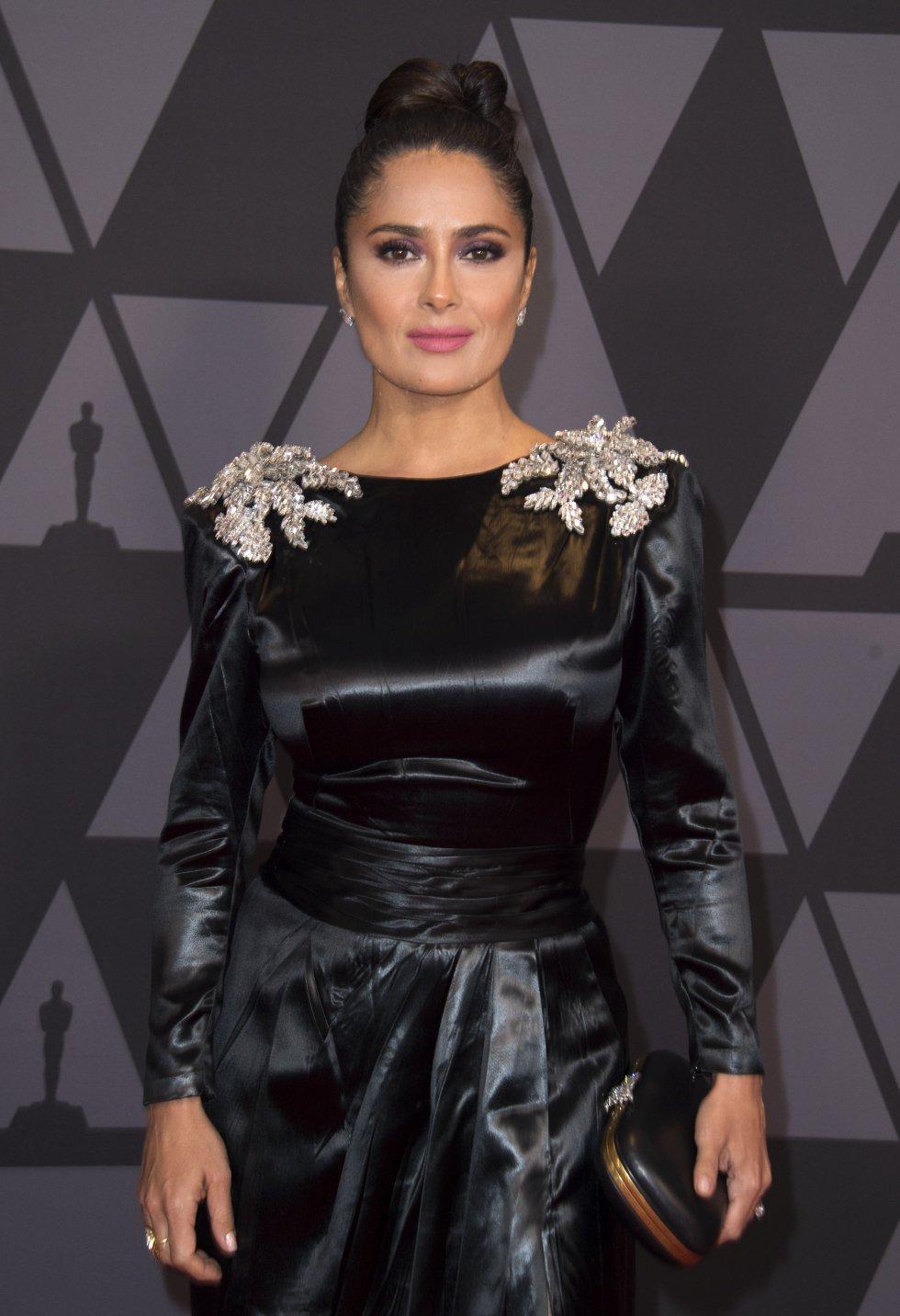 Comenzó su carrera en México, protagonizando la telenovela Teresa