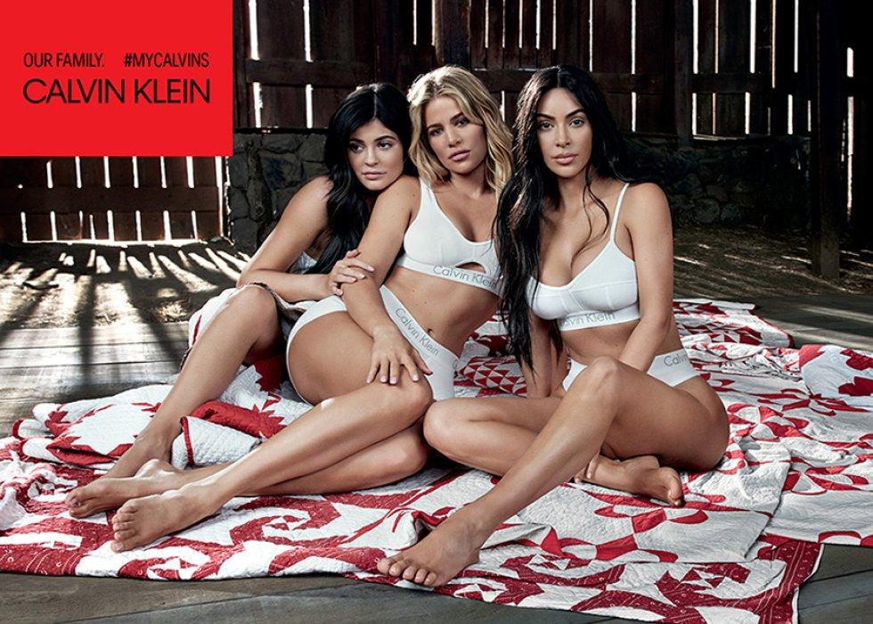 Kylie posó en lugares estratégicos para que no se le notará su embarazo.