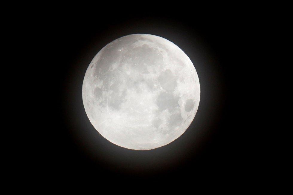 """Vista de la llamada """"superluna"""" desde Washington DC"""