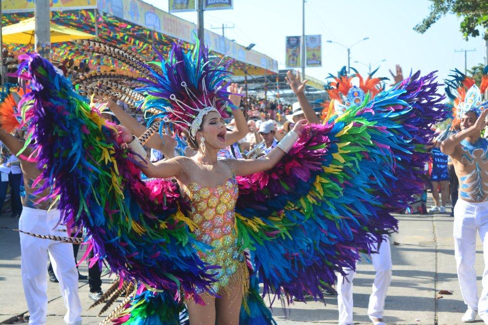 """Haciendo alusión a las aves, la reina del Carnaval Valeria Abuchaibe lució un hermoso diseño denominado  """"Vuelo de Fantasía""""."""