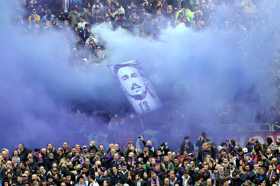 Davide Astori: Fiorentina interrumpe su duelo en el minuto 13 para homenajear a Astori