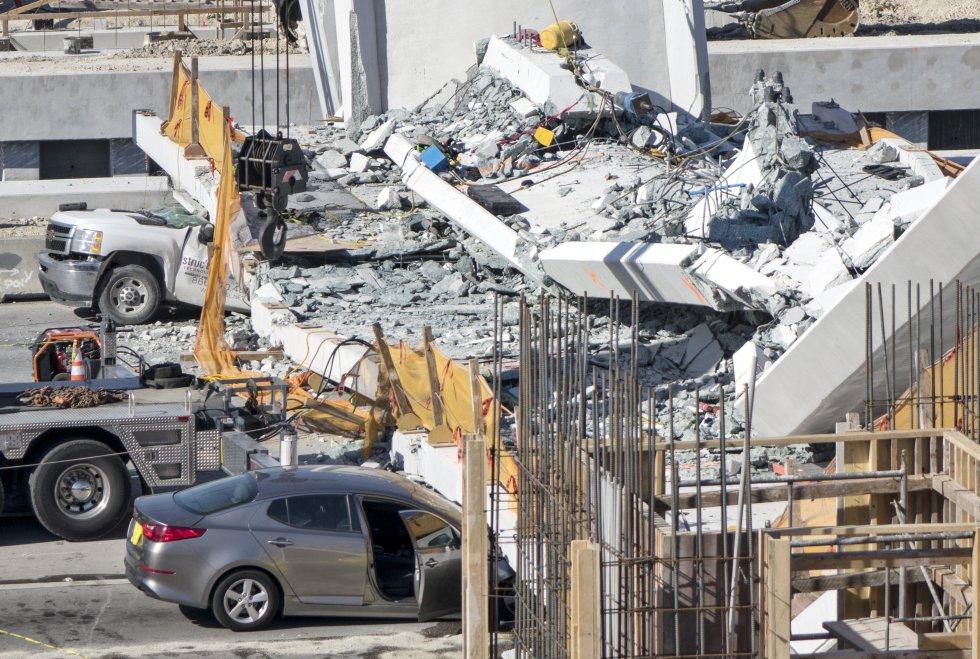 La sección del puente derrumbada tenía por objeto conectar unos edificios de apartamentos de estudiantes situados en el suburbio de Sweetwater, en los que viven cerca de 4.000 alumnos, con el campus principal de la FIU.