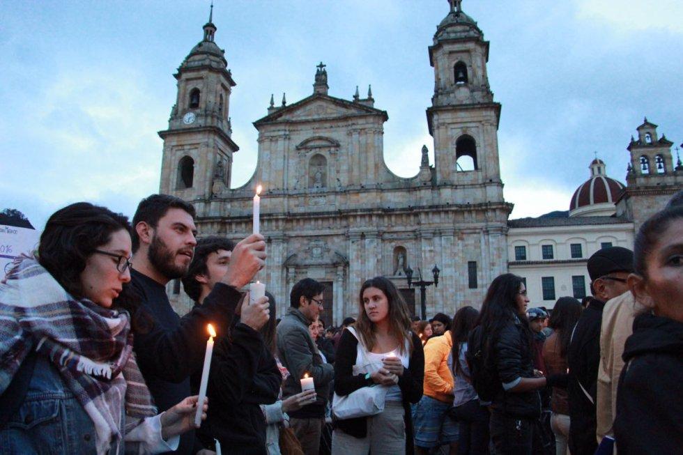 La plaza de Bolivar, fue el escenario elegido para la velatón en Bogotá