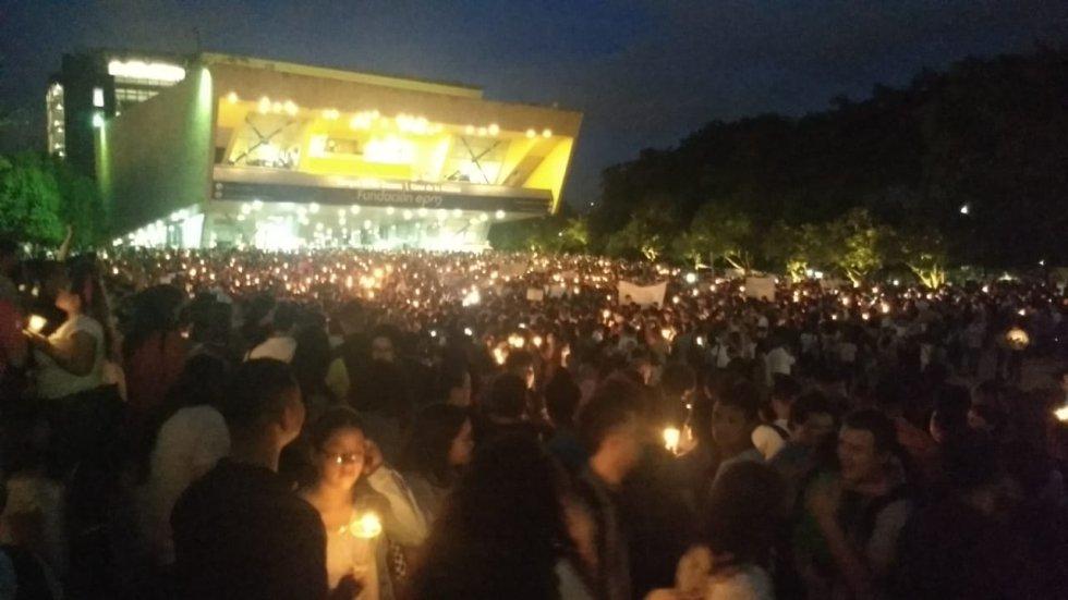 Masiva participación en la Velatón en Medellín. En la capital de Antioquia, la protesta simbólica se lleva a cabo en el parque de los Deseos.