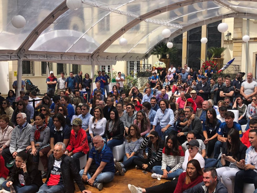 Colonia Francesa en Bogotá: Así celebran el triunfo de Francia en la embajada francesa de Bogotá