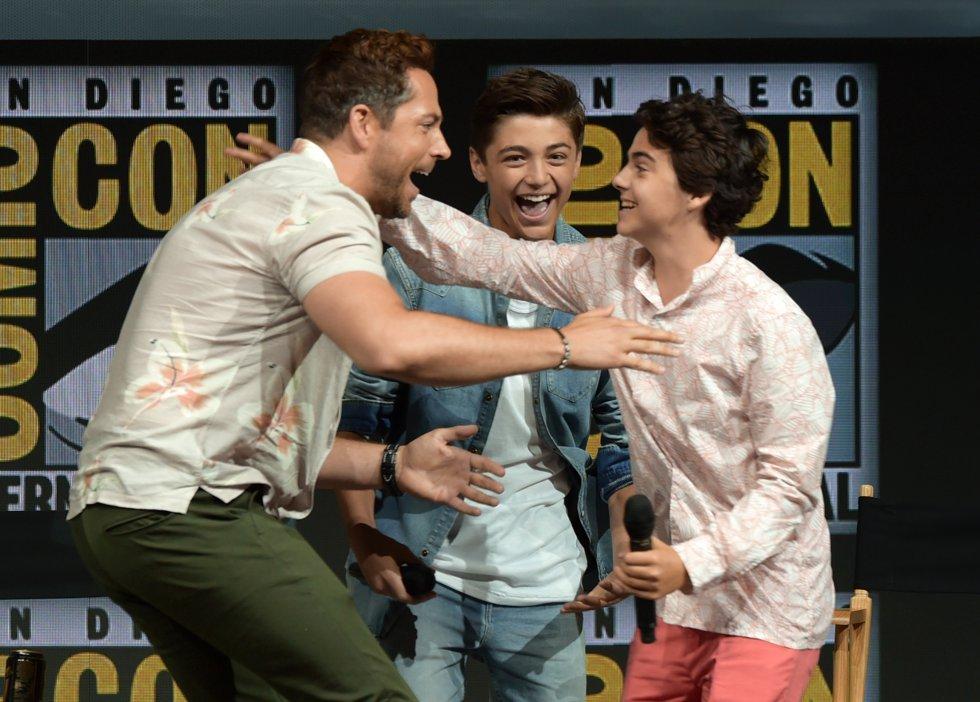 Los personajes princiapales de Shazam, Zachary Levi, Asher Angel, Jack Dylan Grazer, se divierten igual que en la película.