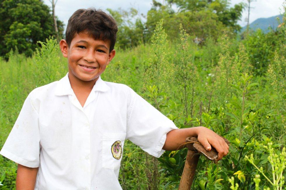 Con los predios formalizados las entidades de derecho público pueden hacer inversiones para mejorar la educación de las niños campesinos. (Lejanías, Meta)